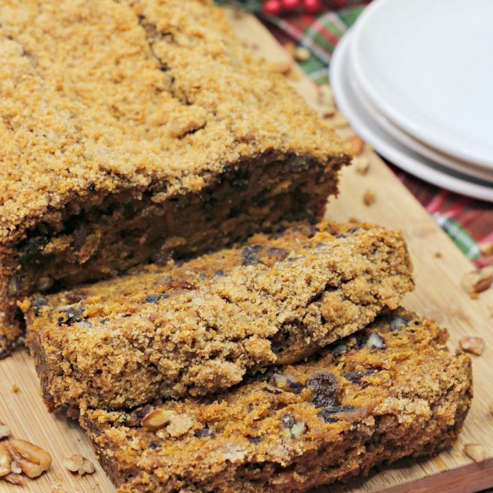 Holiday Spice Pecan Crumble Bread